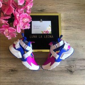 NWT Nike Huarache City (GS) Sneakers, AJ6662401